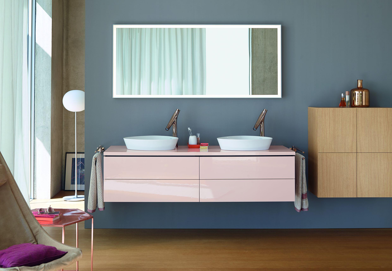Twórcze kreowanie łazienki z kolorowymi meblami łazienkowymi