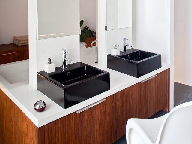 Czarna ceramika łazienkowa – czarne miski WC, czarne umywalki, czarne bidety