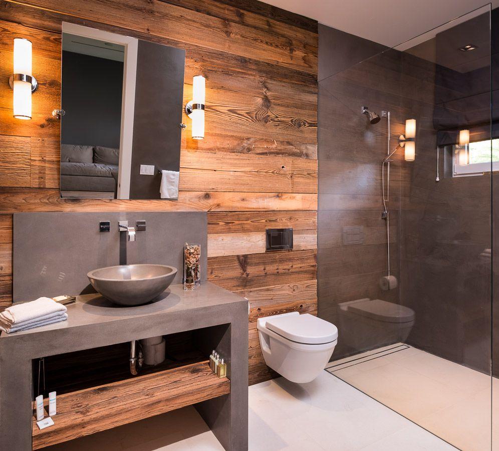Łazienka bliska natury – drewno, kamień naturalny w łazience