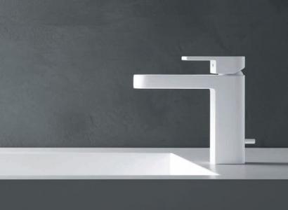Białe baterie łazienkowe. Design i praktyka